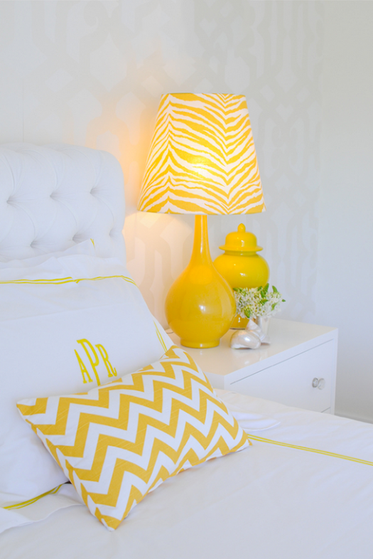 Kelly Green with a Lemon Pop Decor   Daily Digs